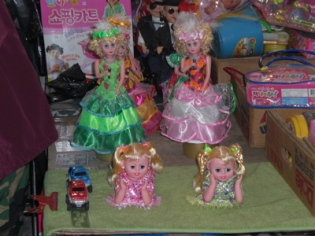 Korean mrket dolls
